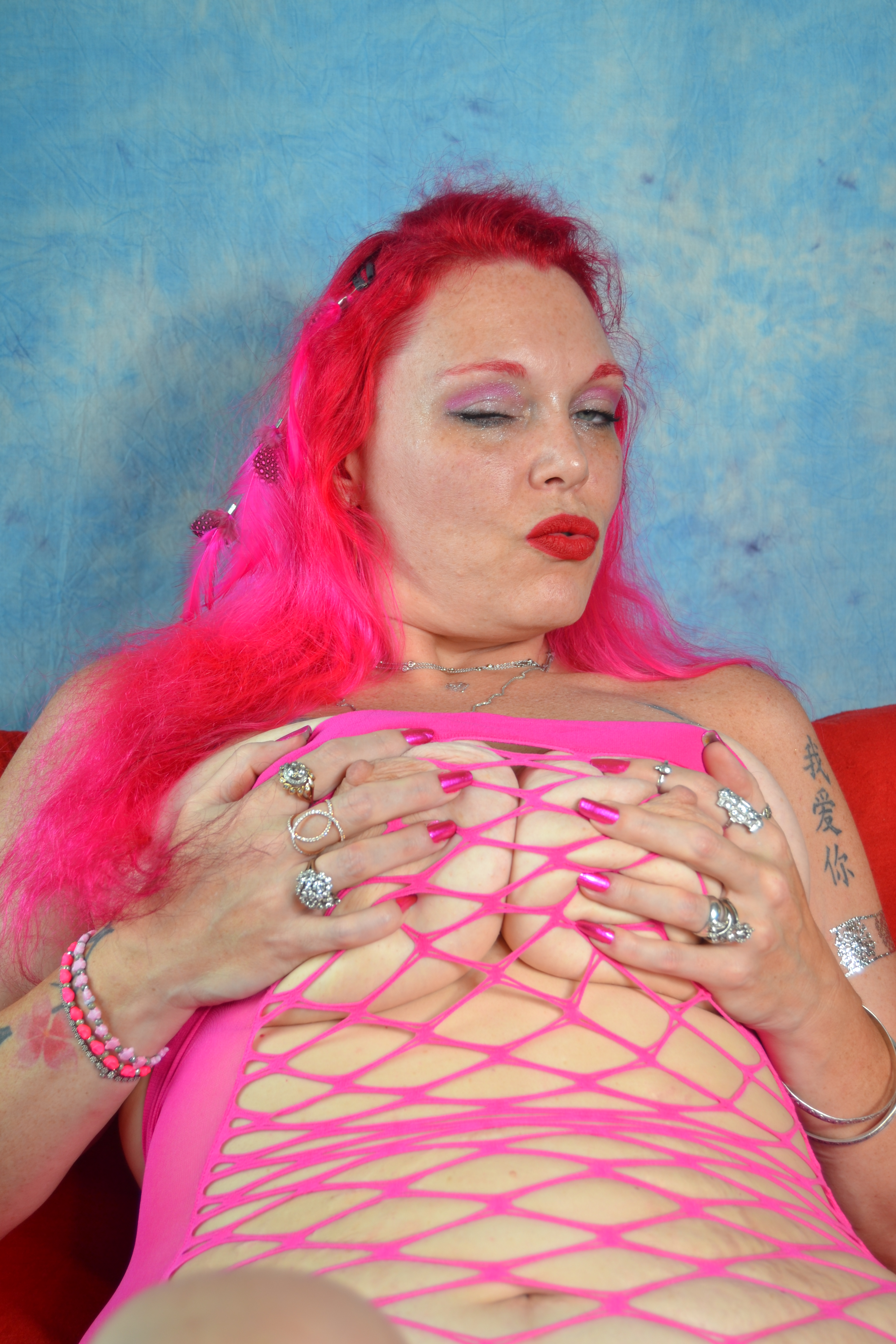 Naked jiggling breasts video